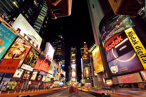 Times Square by heymynameispaul – http://www.flickr.com/photos/mynameispaul/384235177/