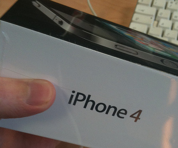 iPhone4-uk-thumb
