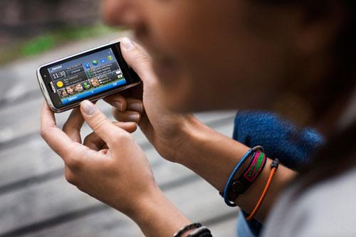 Nokia-C6_Lifestyle_1_lores