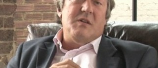 Stephen_Fry_cropped