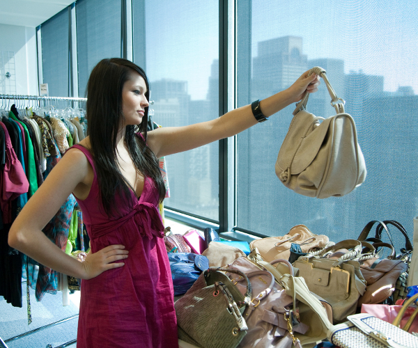 intern-picking-out-handbag2