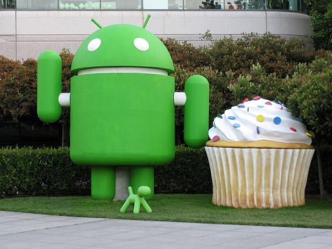 800px-android_and_cupcake-660×495