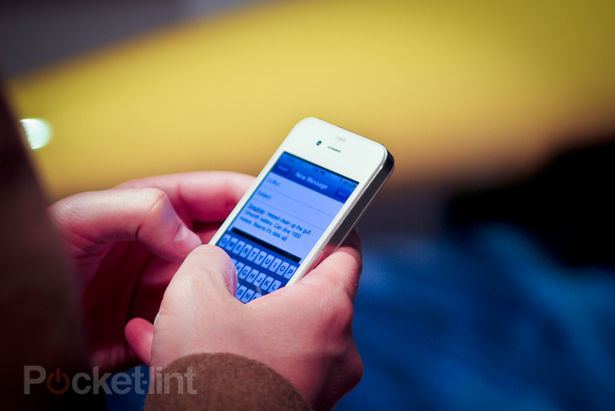 White iPhone spotted in New York, owner explains why you haven't got one yet-1
