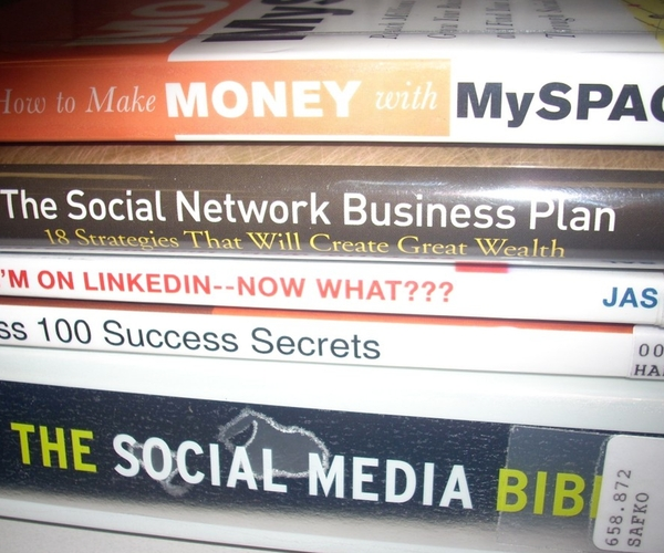 social-media-books-1024×768