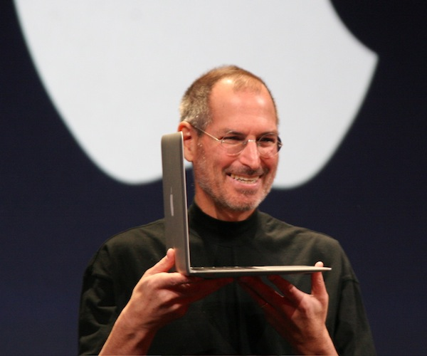 Steve_Jobs_with_MacBook_Air_2