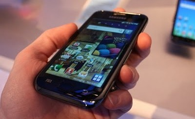 Samsung-i9000-Galaxy-S-on-the-Hand
