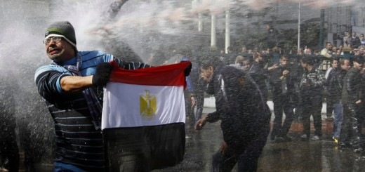 Egyptians Sprayed with unidentified Colored Liquid sprayed in Cairo