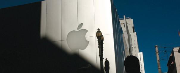 100613_apple2_reut_328