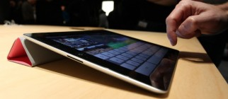 IPad_2_Smart_Cover_at_unveiling_crop1