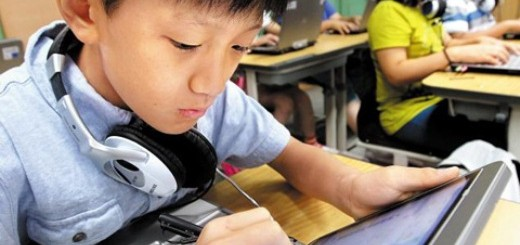 Students read textbooks on notebook PCs at Guil Elementary School in Seoul on Wednesday
