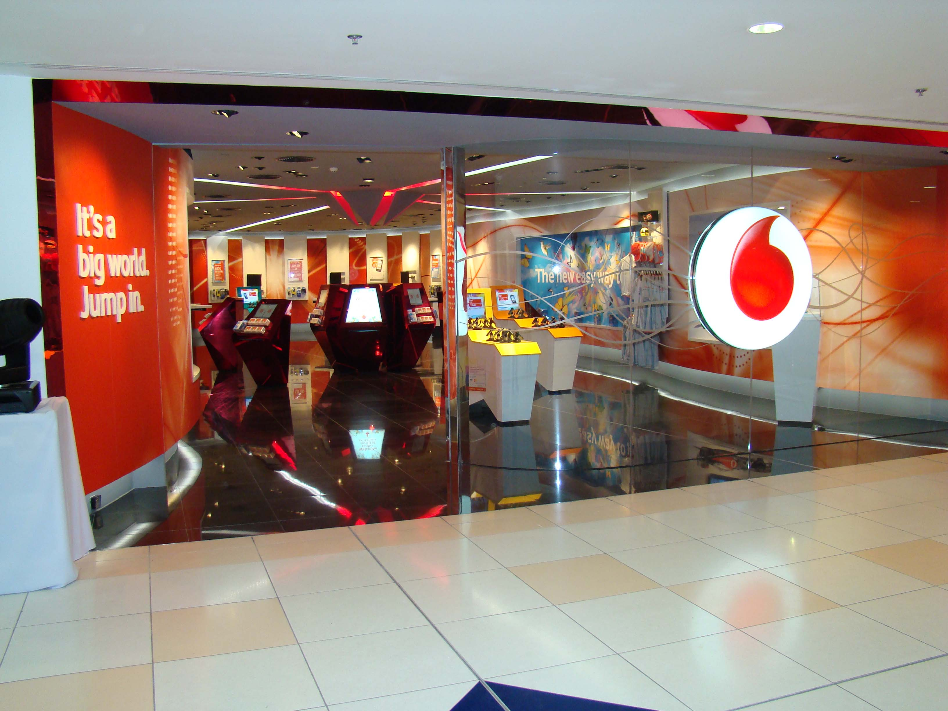 Vodafone loses 375 000 australian customers over poor for Reception mobile