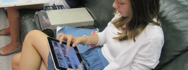 girl-using-ipad