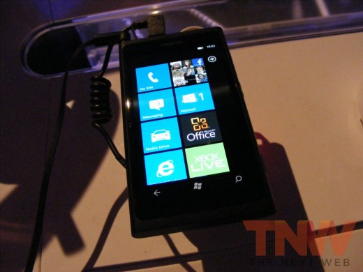tnw55 520x390 Hands on with the Nokia Lumia 800 Windows Phone [Photos]