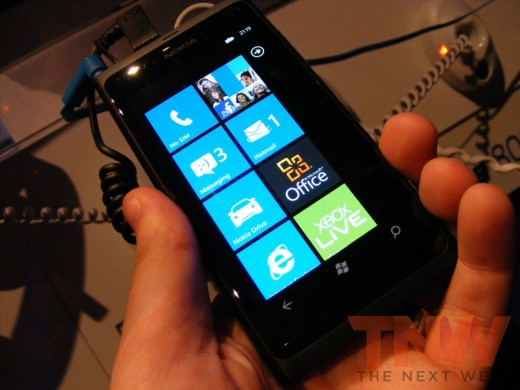 tnw59 520x390 Hands on with the Nokia Lumia 800 Windows Phone [Photos]