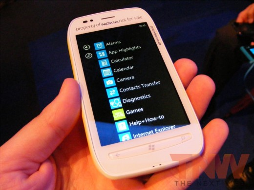 tnw76 520x390 Hands on with the Nokia Lumia 710 Windows Phone [Photos]