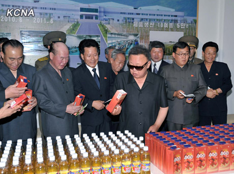 tumblr lsk0qzMfSR1qewv1lo1 500 Tumblr Tuesday: The man behind Kim Jong il Looking at Things