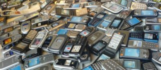 pile-of-phones-660×495