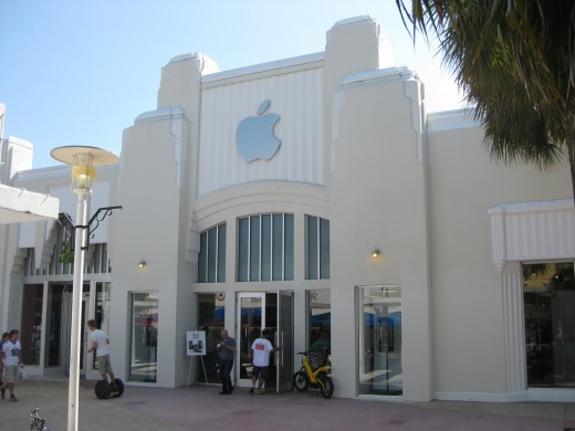 5107694728 bfcab96a68 b 520x390 Miami Beach Apple store build out blocked due to historical concerns