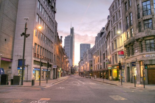 6570126889 b382478095 z 520x346 Eerily Stunning: Londons Empty Streets on Christmas Day [Photos]