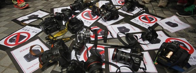 hong-kong-journalists-protest-2011-8-20-3-0-0