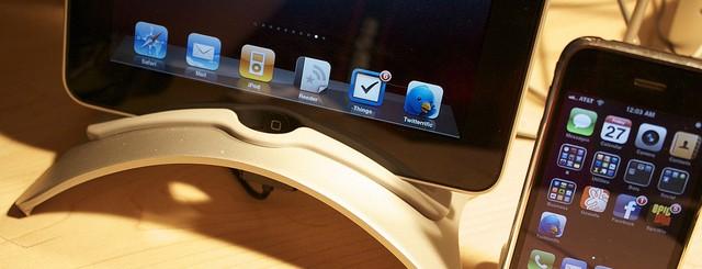 iPad. iPhone 3G.