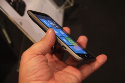 IMG 5677 520x346 We go hands on with the 16 megapixel HTC Titan II LTE [Video]