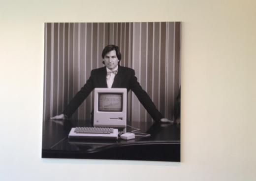 mac 520x368 How Apple remembers Steve Jobs at its Cupertino campus [Images]