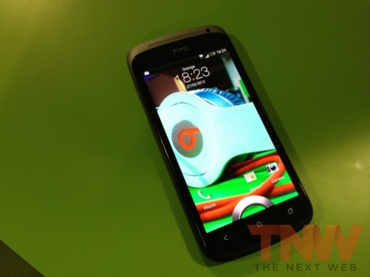 IMG 1863wtmk 520x390 Hands on with HTCs new One series smartphone lineup [Photos]