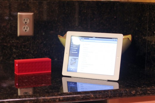 IMG 6015 520x346 Review: The Ten One Magnus is a wonderfully minimal magnetic stand for iPad 2