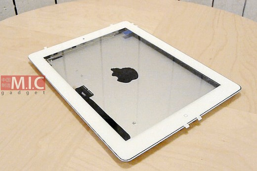 7df3cfe8c22784cb585b LL 520x346 Parts that appear to be for iPad 3 assembled and tested with cases, including Apples Smart Cover