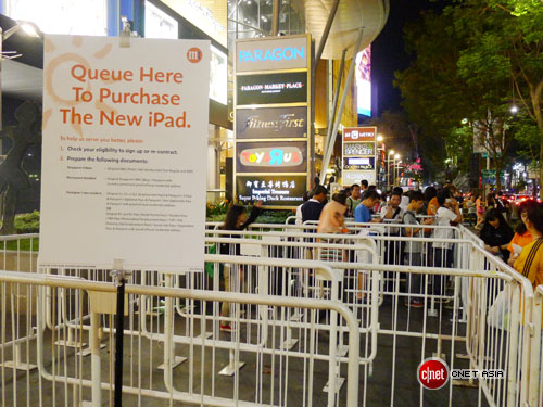 apple ipad singapore1 Queues and midnight launches as Apples new iPad goes on sale in Australia, Japan and Singapore