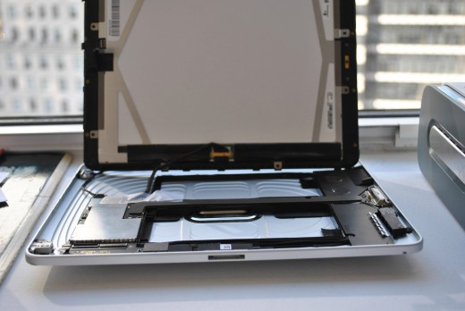 CcTdO 520x348 First generation iPad prototype with dual dock connectors up for auction