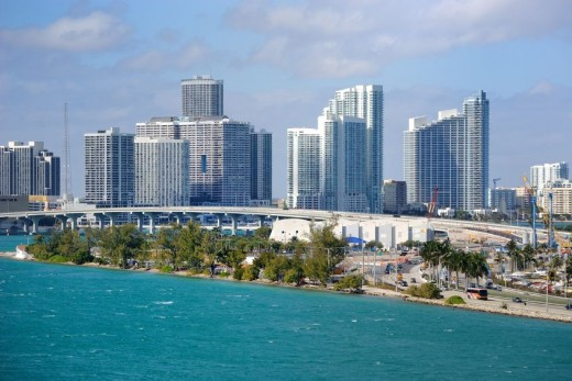 Miami skyline via Pond5 520x347 Issue v0.7: 18 Latin American Tech Hubs You Should Know