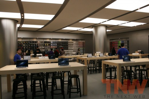 applestore wangfujing 11wtmk 520x346 Apples Browett guides tour of new Beijing store, confirms upcoming Shenzhen location