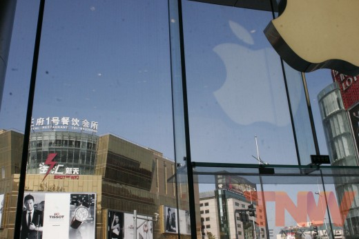 applestore wangfujing 18wtmk 520x346 Apples Browett guides tour of new Beijing store, confirms upcoming Shenzhen location