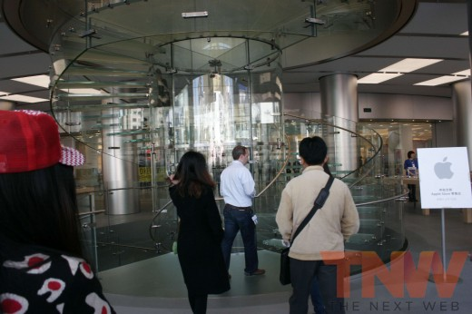 applestore wangfujing 5wtmk 520x346 Apples Browett guides tour of new Beijing store, confirms upcoming Shenzhen location