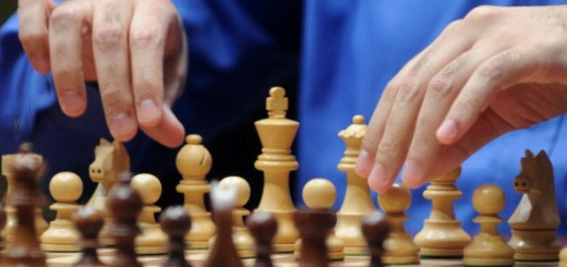 India's Vishwanathan Anand plays against