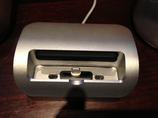 photo 1 520x390 Its alive: Elevation Dock modified to work with Apples iPhone 5 Lightning Connector
