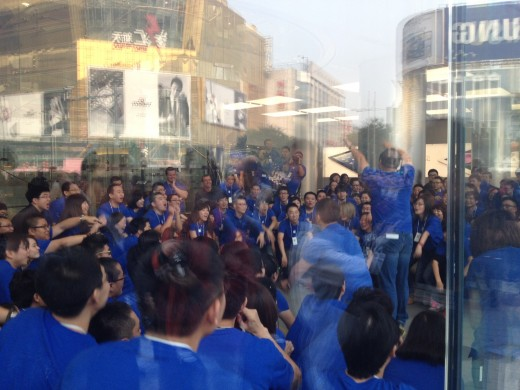 photo 111 520x390 Apple opens new Wangfujing, China store to massive crowd