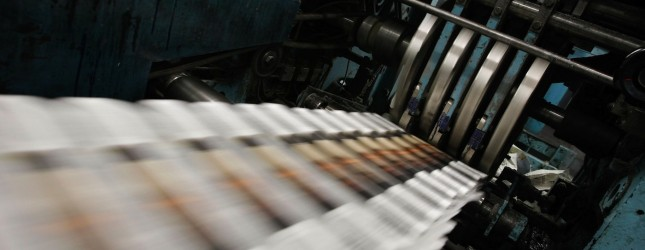 Dwindling Newspaper Sales Echo Through Economy