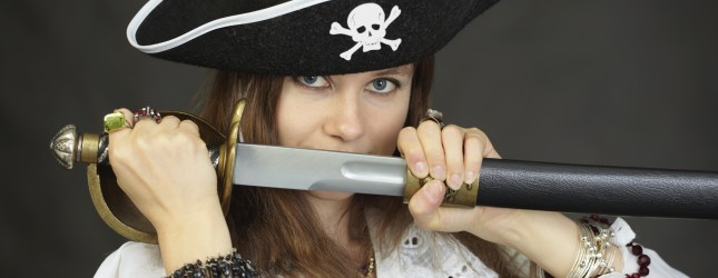 Woman pirate, demonstrates his sword