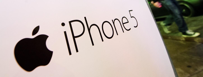 SWEDEN-IT-INTERNET-TELECOM-APPLE-IPHONE 5