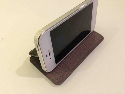 AC858575 0D0F 4EDA B7A7 E9381EF198921 520x390 Twelve South debuts slim, attractive SurfacePad wrap for iPhone
