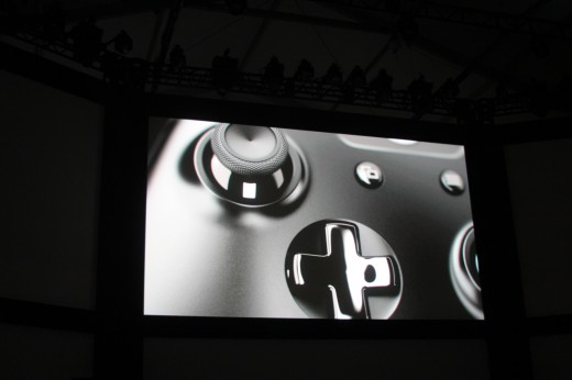 00131 520x346 Microsoft introduces new controller for Xbox One console with redesigned d pad