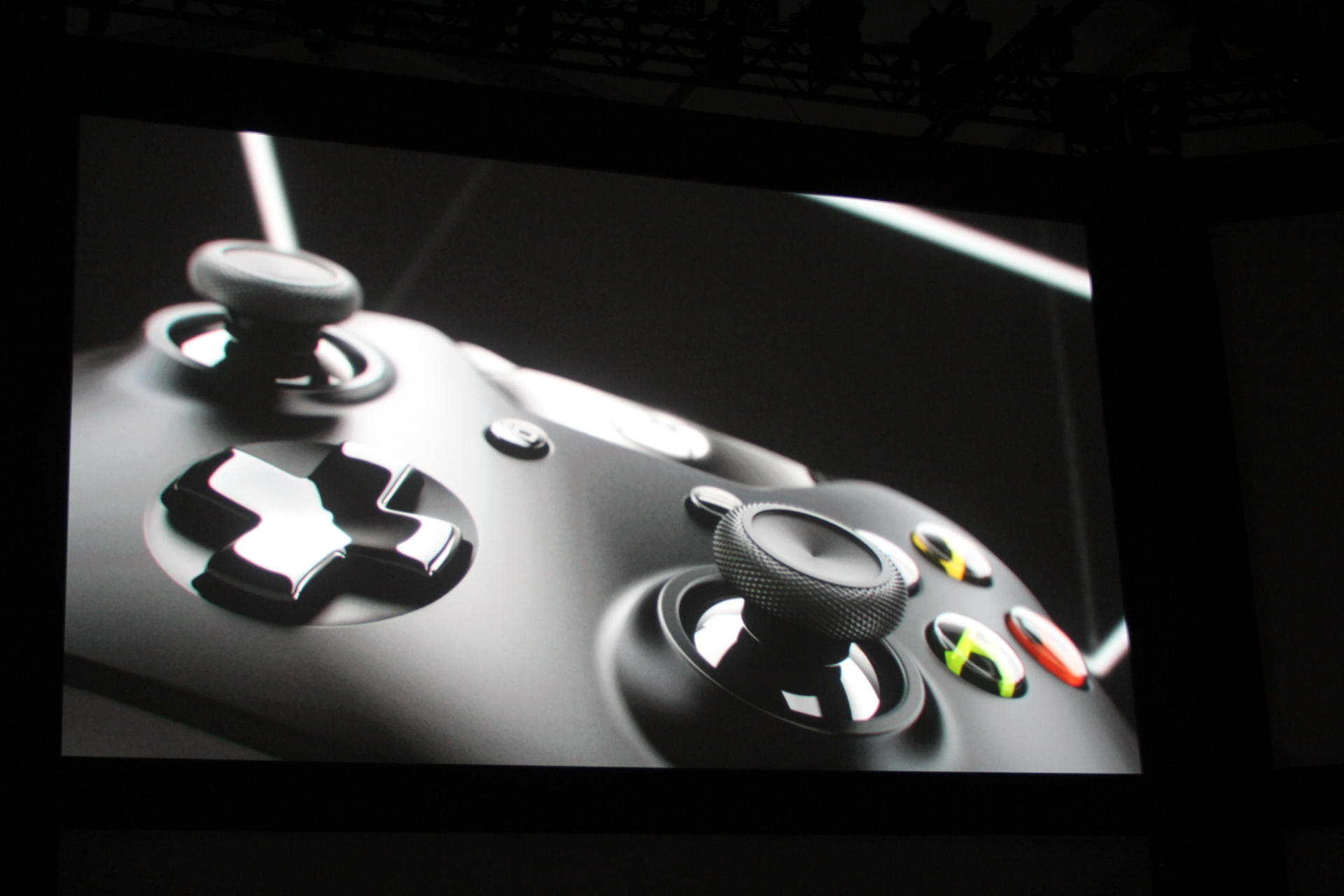 0015 Microsoft introduces new controller for Xbox One console with redesigned d pad