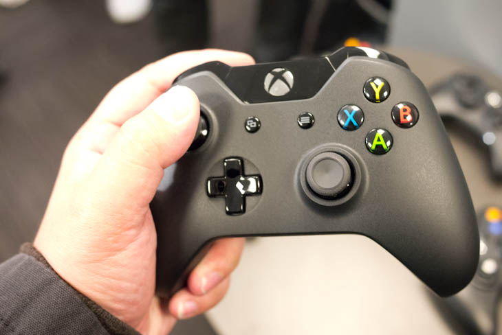 ces 5 Hands on: The Xbox One controllers refined d pad and 4 independent vibrators