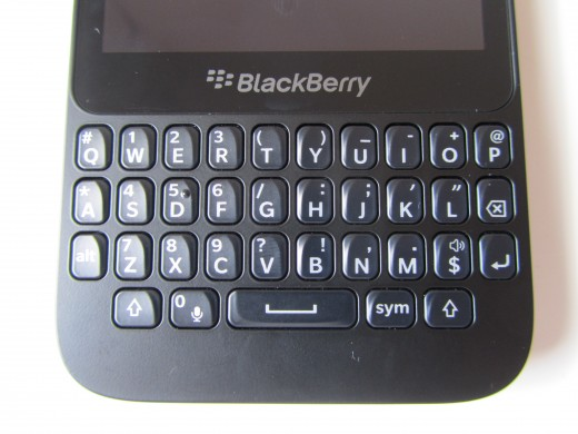 BBQ5 Qwerty 520x390 BlackBerry Q5 review: Can BlackBerrys mid range hopeful best the rest?