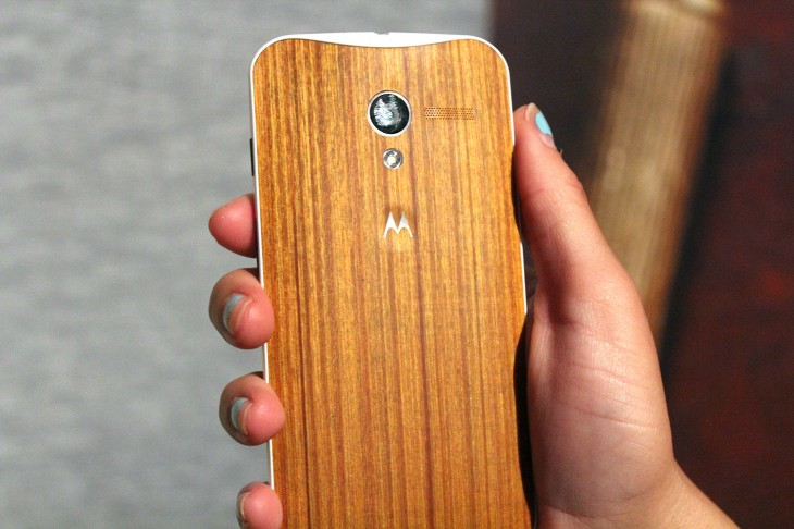 IMG 3113 730x486 Motorola teases beautiful oak and rosewood backed Moto X devices, shipping in Q4