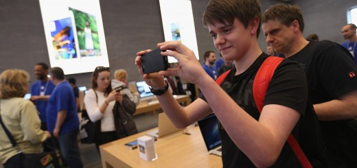 Apple Opens Store In Berlin