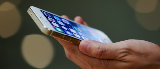 Apple Launches iPhone 5s And 5c In China